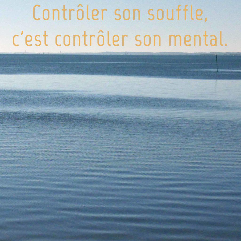 Contrôler son souffle pour calmer le mental.